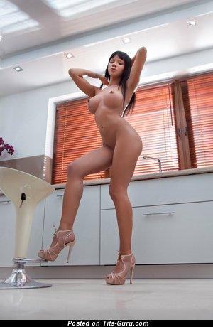 Изображение. Фото сексуальной обнажённой девахи