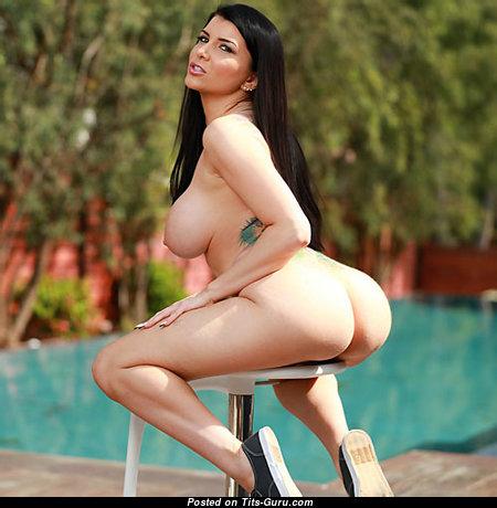 Elegant Naked Babe with Enormous Nipples (Xxx Wallpaper)