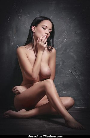 Perfect Babe with Perfect Defenseless Natural Normal Titty (18+ Pix)
