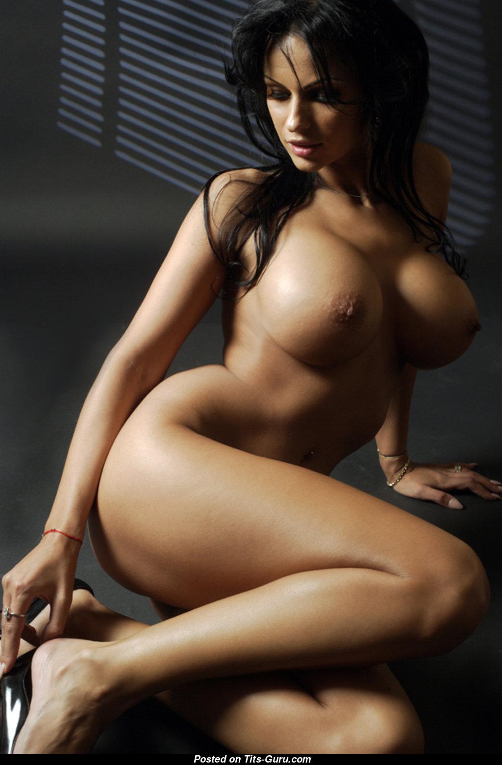 samie-seksualnie-golie-devushki-na-planete-foto-porno-so-zrelimi-v-avtobuse