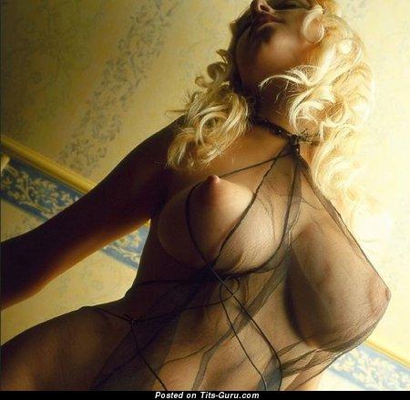 лесбиянки в прозрачной одежде с большой грудью