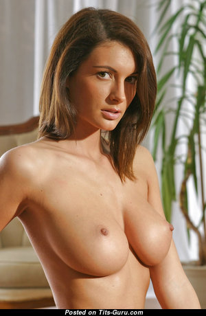 Yummy Babe with Yummy Nude Natural Medium Chest (Hd Porn Photoshoot)