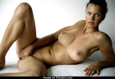 Graceful Babe with Fascinating Naked Firm Boobie (Hd Porn Pic)