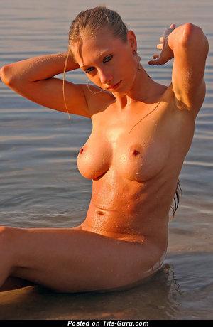 Изображение. Фотка шикарной обнажённой леди