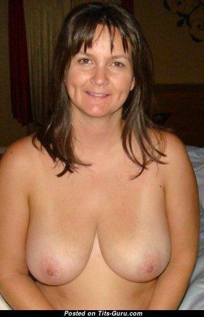 Kris: топлесс жена с офигенным оголённым натуральным бюстом (аматорское hd ххх изображение)