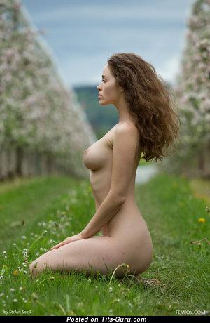 Vika: amateur naked wonderful woman with medium natural tittys photo