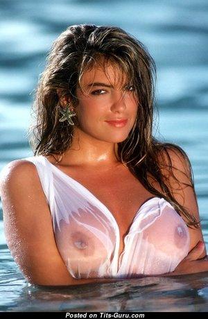 Gianna Amore: блондинка Playboy красотка (США) с невероятным оголённым среднего размера бюстом (ню изображение)