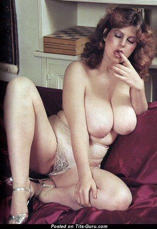 Grand Undressed Brunette (Hd Xxx Pic)