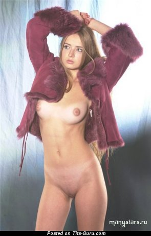 Image. Юлия Кова - hot female with medium natural tittes image