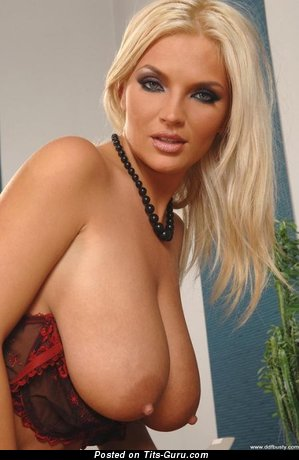 Image. Naked amazing girl with natural tittys pic