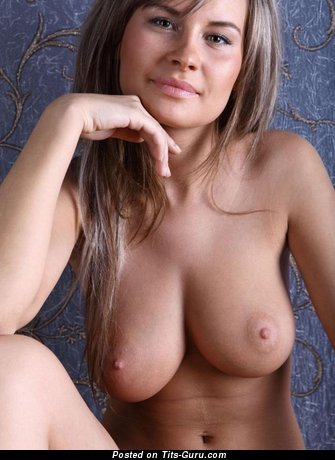 Image. Annik - wonderful female with medium natural boob picture