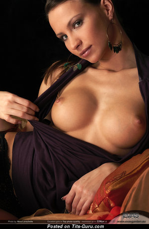 Sexy naked awesome female with big nipples pic