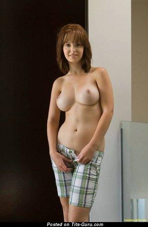 Nata - изображение обалденной обнажённой девушки с большими натуральными сиськами