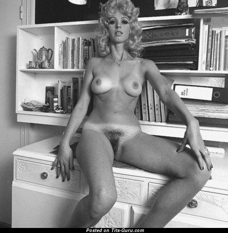 порно фото девушек в ретро трико