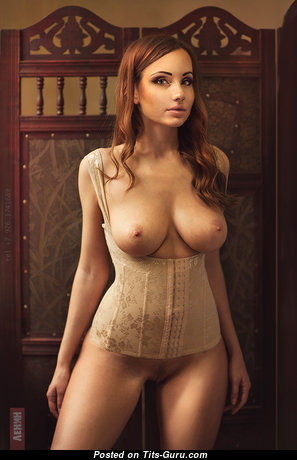 Perfect Babe with Perfect Naked Natural Regular Boobs (18+ Image)