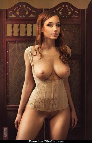Elegant Babe with Elegant Nude Natural Medium Tittes (18+ Pix)