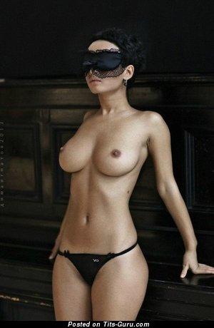 Изображение. Фотография восхитительной обнажённой женщины с большими сиськами