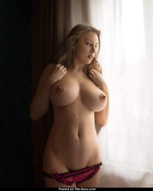 Babe With Bare Natural Firm Boob 18 Foto 08042018 23 -1905