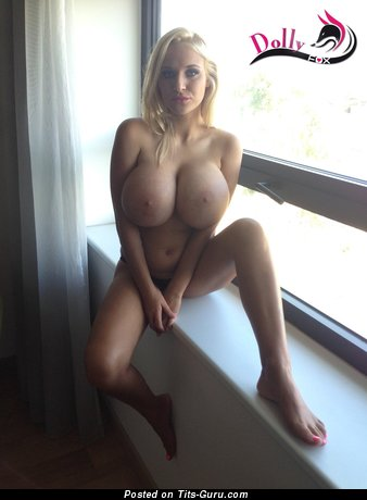 Nude Dolly