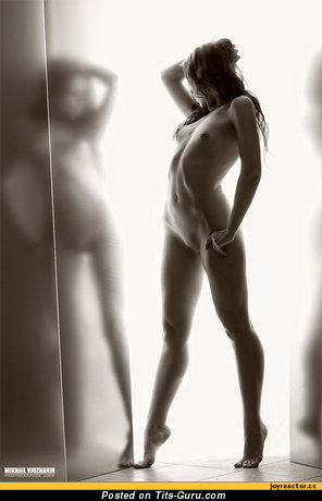 Image. Nude hot lady with small tots pic