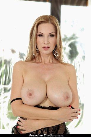 Karol Gold - Marvelous Topless Blonde Mom with Marvelous Defenseless Great Boobies (18+ Foto)