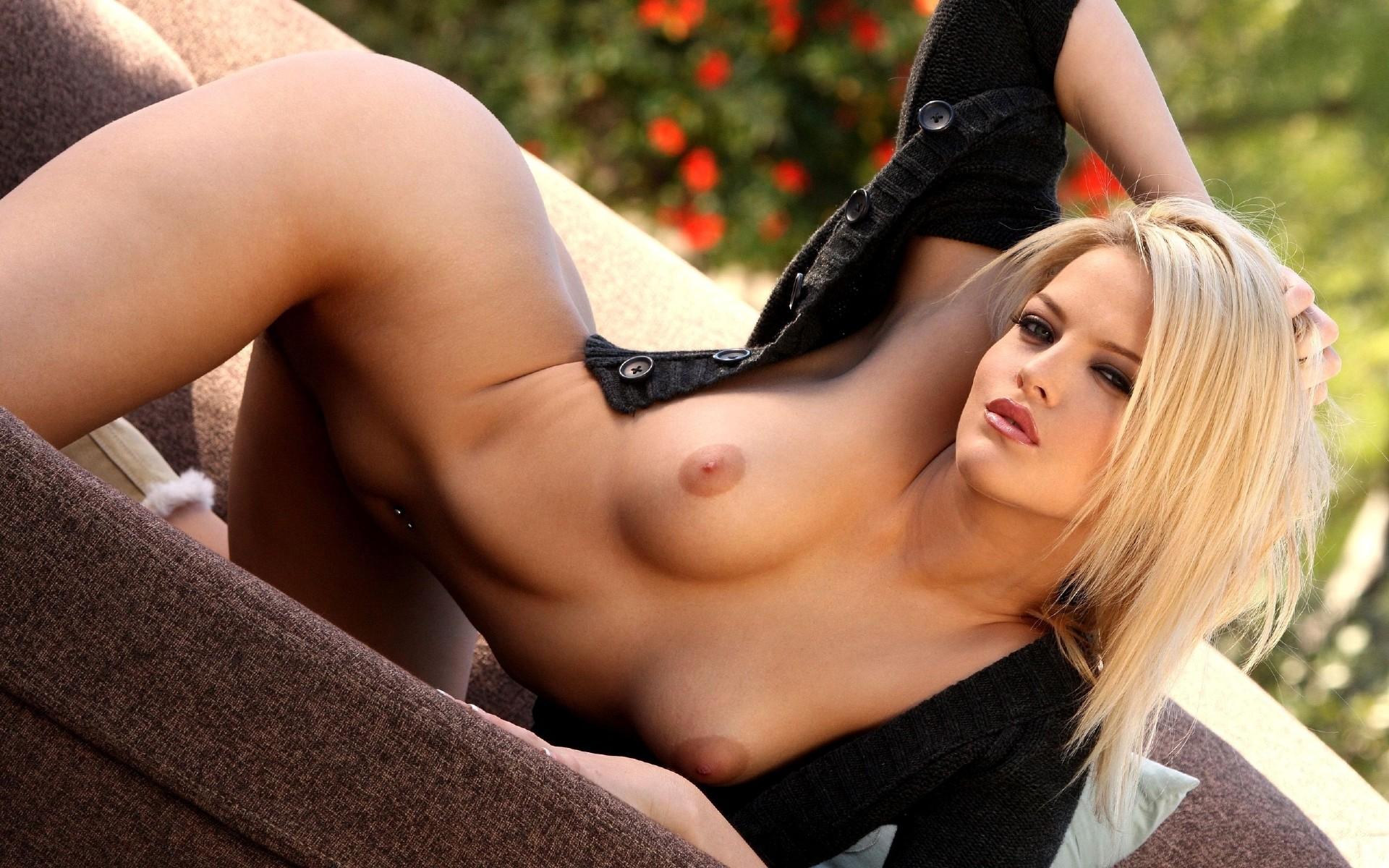 Эротические фото красивой блондинки 16 фотография