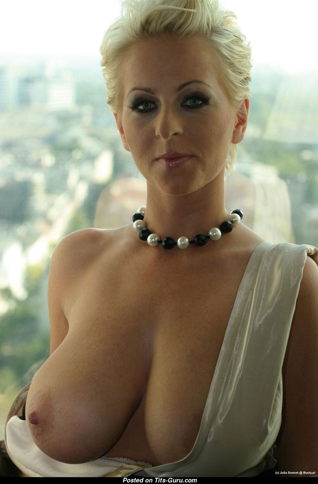 Beautiful milf nude naked