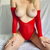 Marvelous Babe with Marvelous Defenseless Firm Boobie & Giant Nipples (18+ Photoshoot)