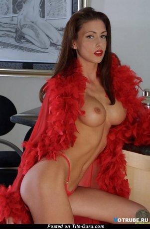 Изображение. сиськи фото: силиконовая грудь, средние сиськи