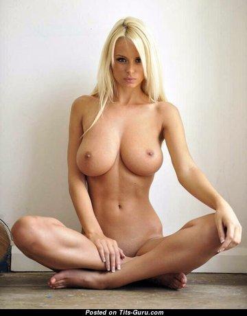 Splendid Naked Blonde (Porn Pix)