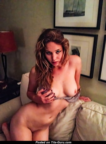 Jennifer Lawrence & Marvelous Topless & Glamour American Blonde & Red Hair Actress with Marvelous Bald Real C Size Tittes, Tattoo & Sexy Legs (Leaked 18+ Foto)