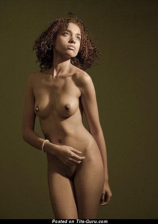 Изображение. Фотография восхитительной обнажённой женщины