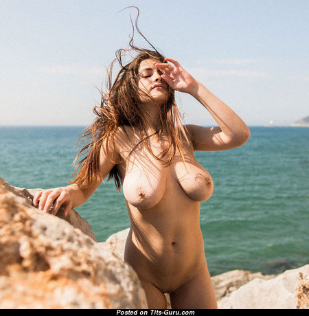 Good-Looking Babe with Good-Looking Open Natural Titties (18+ Pix)
