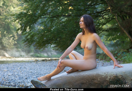 Image. Nude hot female with natural tittys picture