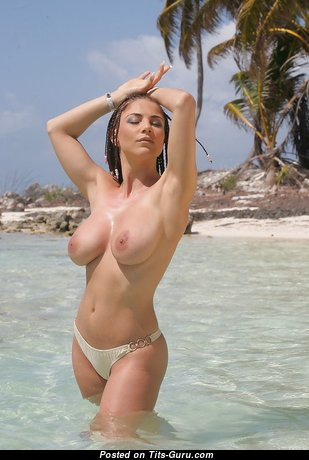 Stunning Topless Babe with Stunning Bald Real Medium Sized Chest on the Beach (Xxx Pix)