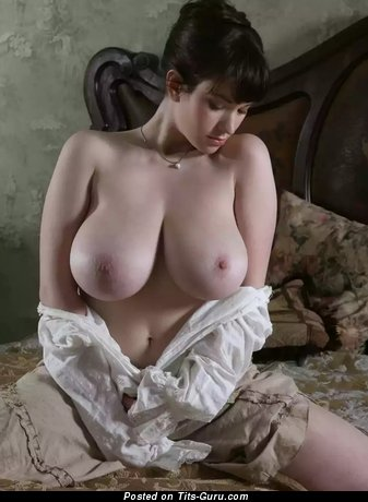 Sexy naked awesome lady with big natural breast pic