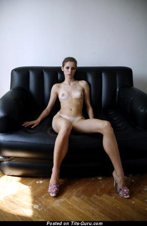 Изображение. Картинка офигенной обнажённой модели с натуральными сиськами