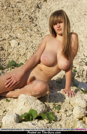 Gorgeous Babe with Gorgeous Nude Real Breasts (Xxx Foto)