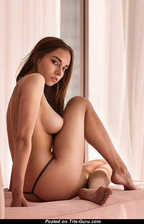 Perfect Unclothed Babe (Xxx Photo)