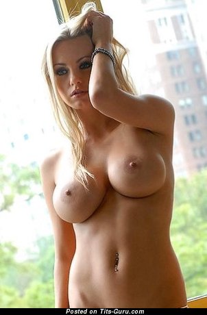 Image. Nude wonderful female with big natural tittys pic