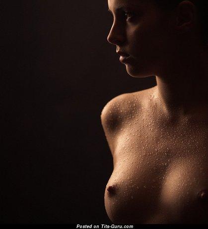 Изображение. Фото обалденной женщины топлесс