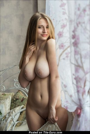 Image. Nude hot lady with big natural boob picture