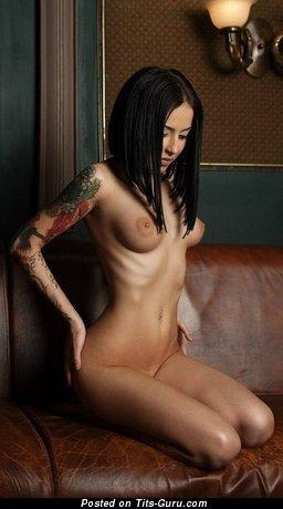 Image. Naked wonderful woman with medium boob pic