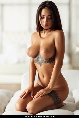 Good-Looking Babe with Good-Looking Open Firm Titty (18+ Foto)