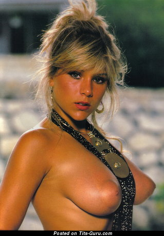 Samantha Fox: nude blonde with medium natural breast photo