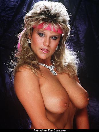 Изображение. Sam Fox - картинка обалденной обнажённой блондинки с средними натуральными сиськами ретро