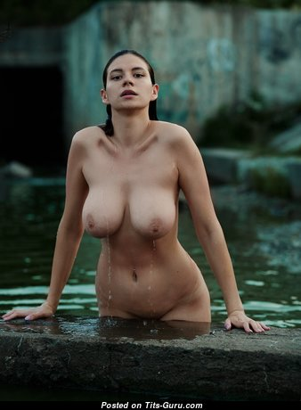 Amazing Babe with Amazing Exposed Real Tight Tittys (Hd Sex Pix)