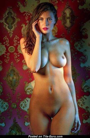 Классная раздетая рыжая (интимная фотка)