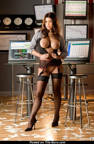 Awesome Babe with Awesome Nude Average Busts (Sexual Image)