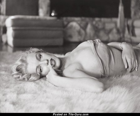 Marilyn Monroe - Dazzling American Blonde Singer, Babe & Actress with Dazzling Exposed Real Medium Titty (Hd 18+ Picture)